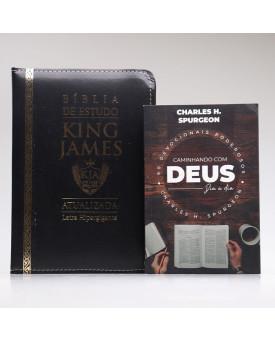 Kit Bíblia de Estudo KJA Letra Hipergigante Preta Zíper + Devocional Spurgeon Café | Momento Diário